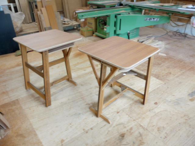 カフェ 三本脚テーブル