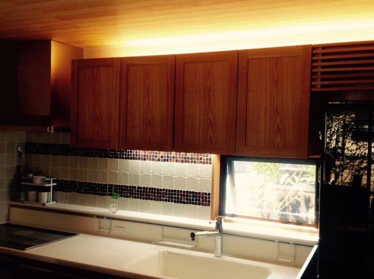 タモ材キッチン吊り戸棚